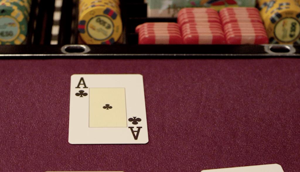 Aas voor de bank en dus kan je je verzekeren bij blackjack (bron: https://www.hollandcasino.nl/spelen/black-jack/speluitleg)