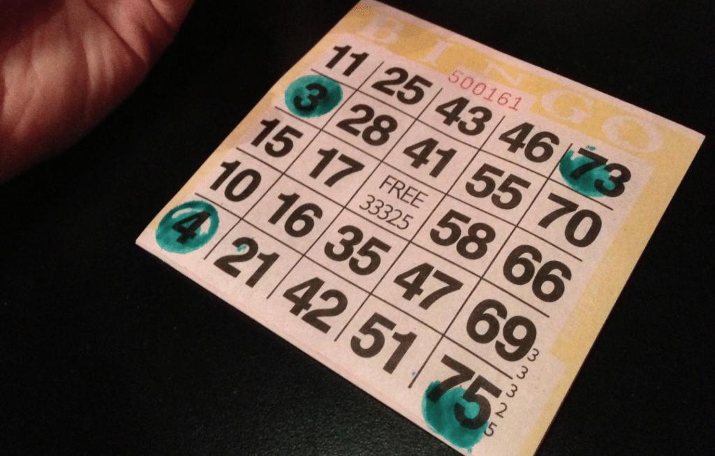 Bingokaart met 75 ballen (Bingo) (bron: Celeste Lindell, https://flic.kr/p/erXsny)