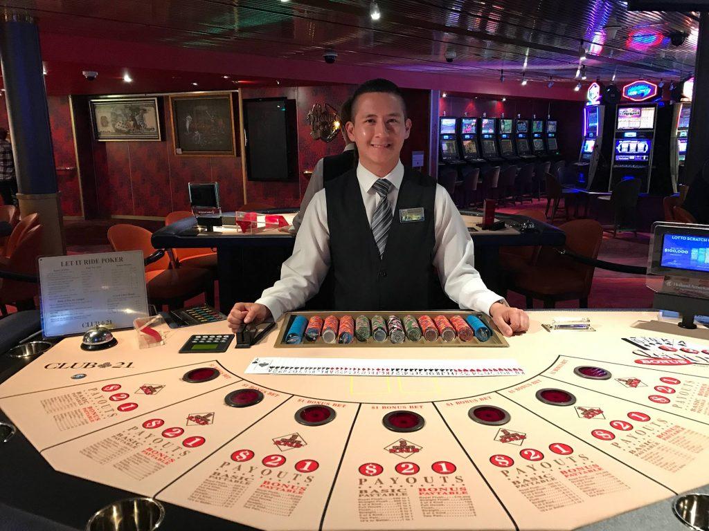 Let it Ride in het casino op een cruiseschip (bron: JD Lsica/https://www.flickr.com/photos/jdlasica/34414174983)