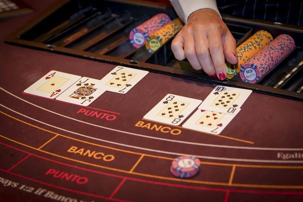 Holland Casino punto banco baccarat Natural 8 voor Punto tegen 5 voor Banco