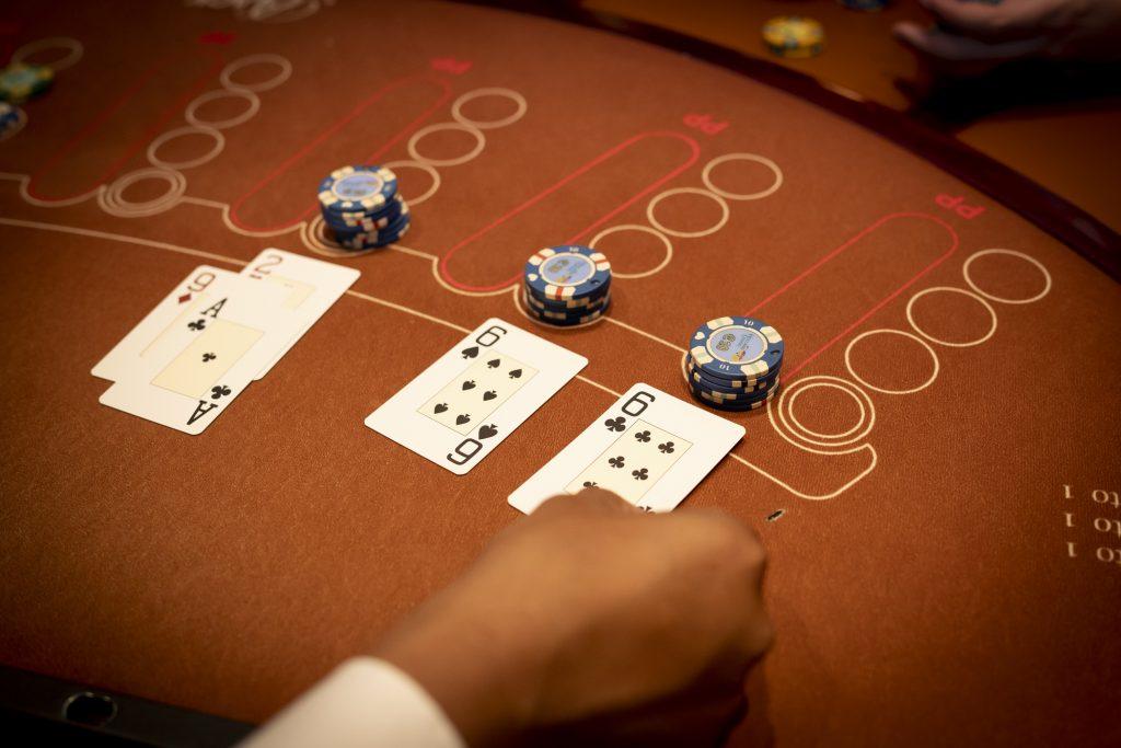 Holland Casino Black Jack blackjack dubbelen komt uit op 12 (A92) en splitsen 6 6