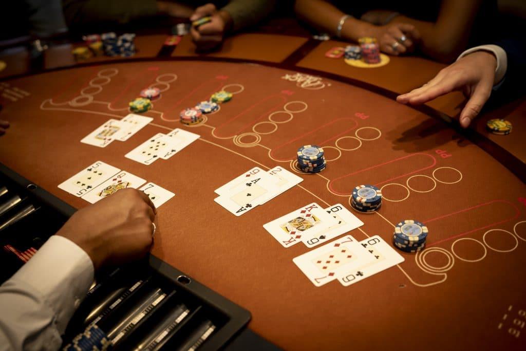 Holland Casino Black Jack blackjack 17 (K7), 18 (A7) tegen 22 dealer kapot