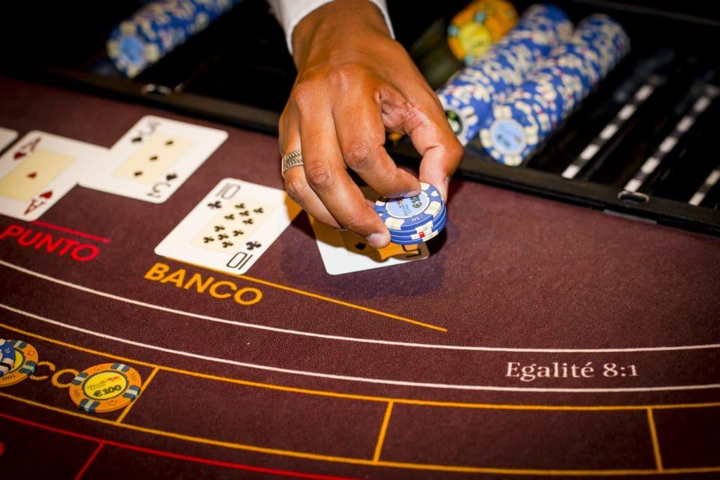Holland Casino punto banco baccarat dealer betaalt uit
