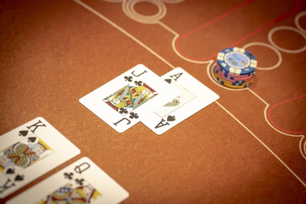 Holland Casino Blackjack AJ 21 tegen 20 KQ