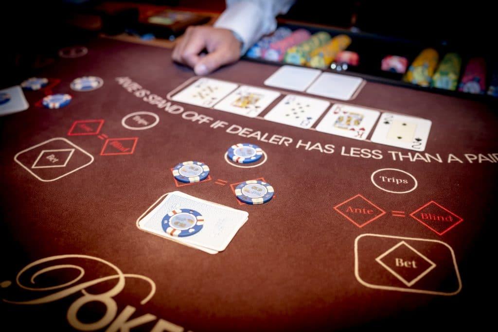Holland Casino Ultimate Texas Hold'em inzet op de river €10