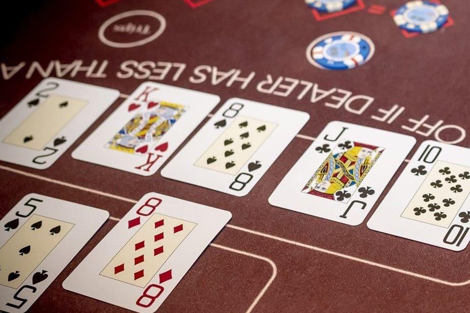 Holland Casino Ultimate Texas Hold'em speler wint met JJ boeren van 88 achten