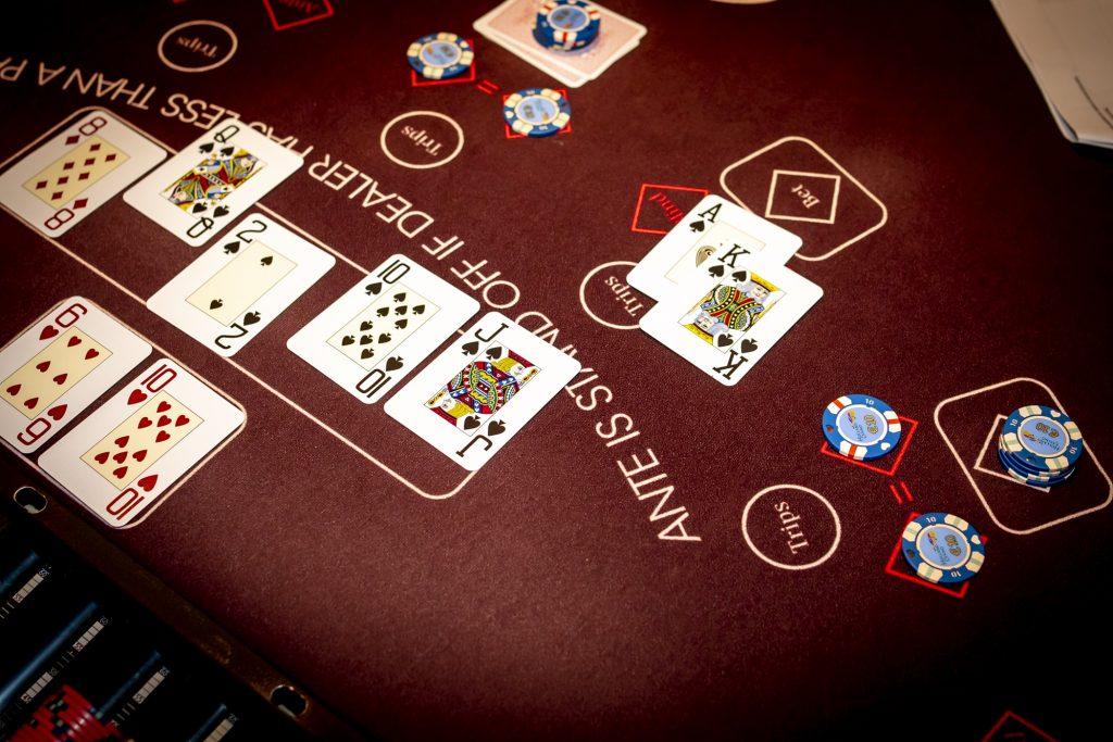 Holland Casino Ultimate Texas Hold'em Royal Flush AK suited dealer kwalificeert zich
