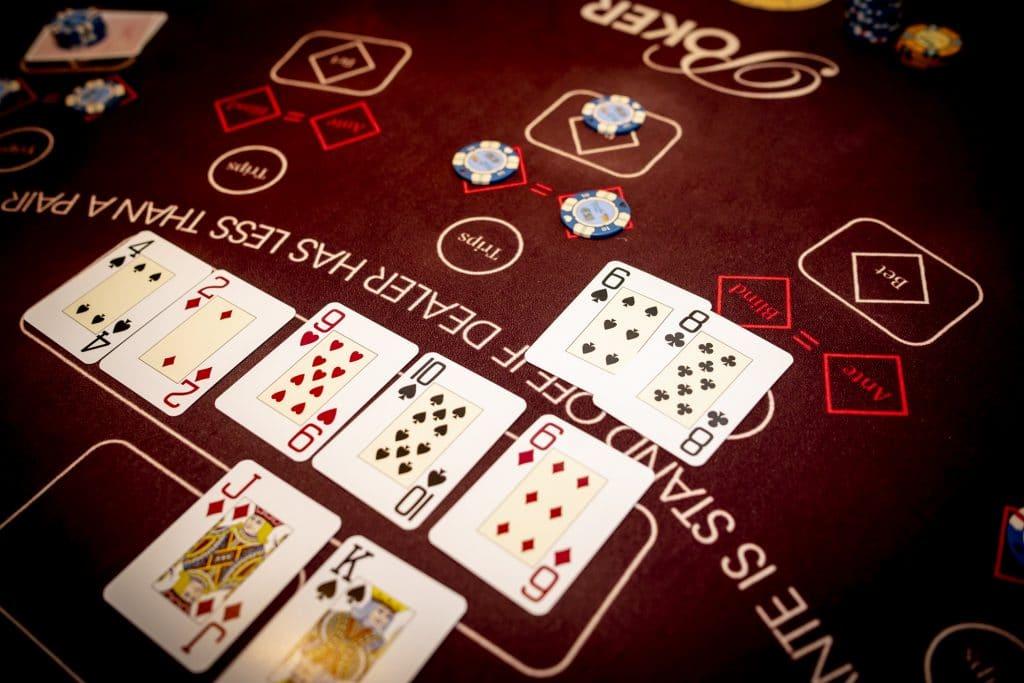 Holland Casino Ultimate Texas Hold'em overzicht tafel trips ante blind bet paar zessen wint van bank