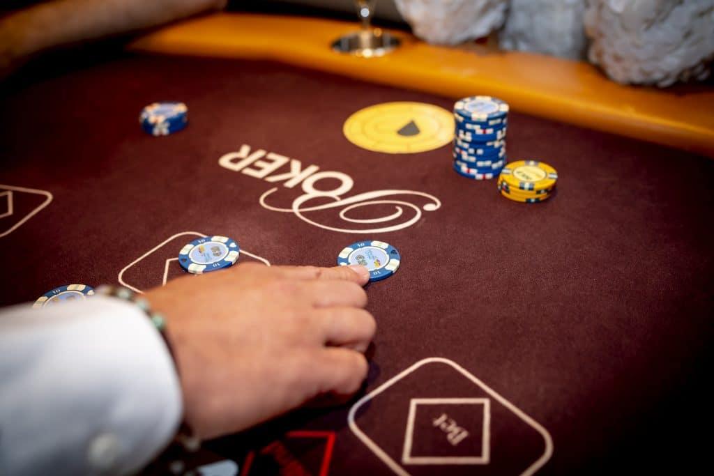 Holland Casino Ultimate Texas Hold'em overzicht tafel