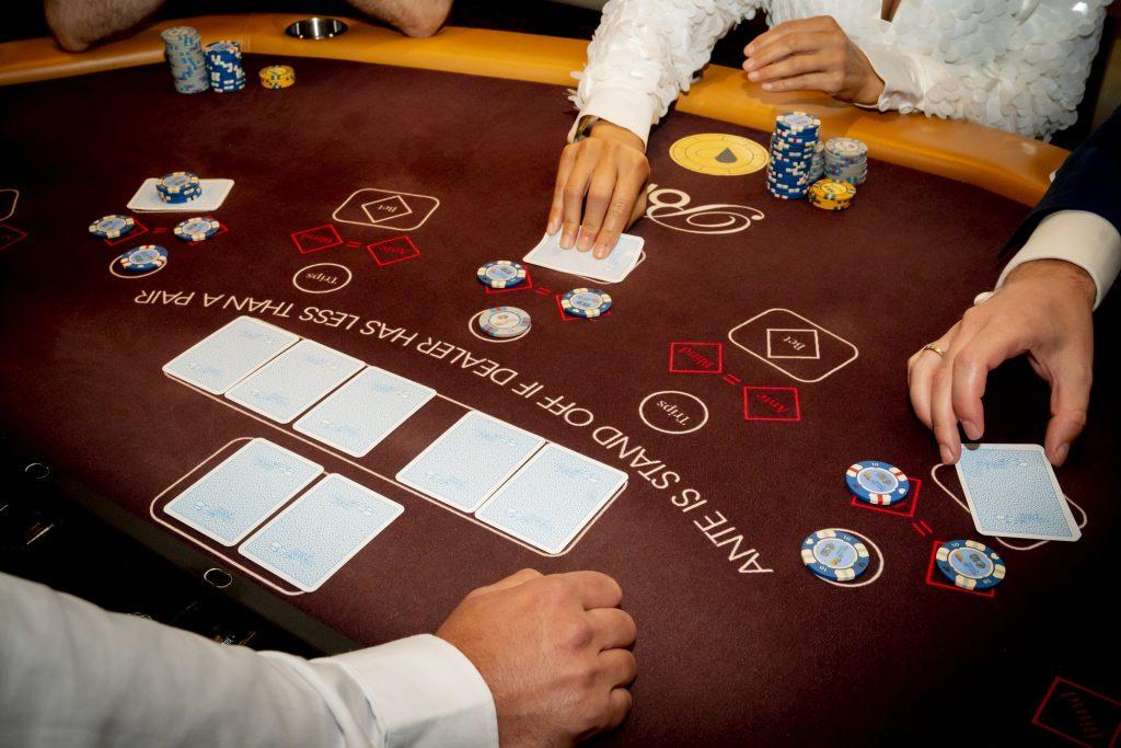 Holland Casino Ultimate Texas Hold'em tafel overzicht spelers bekijken kaarten alle kaarten nog dicht