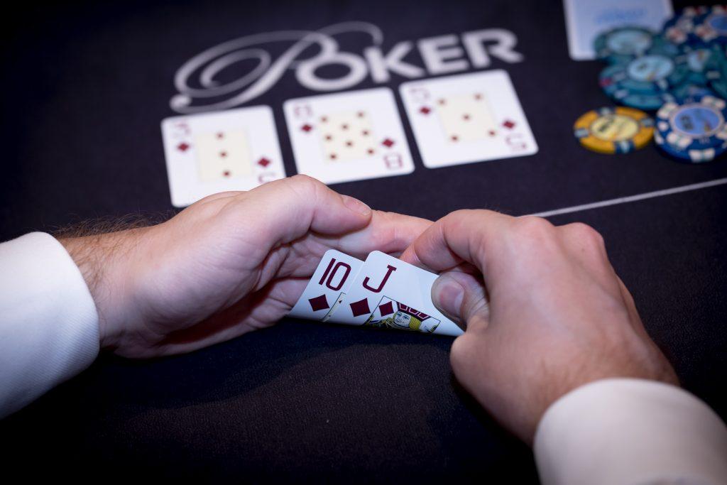 Holland Casino poker flopped flush ruiten met tien-boer (JT) op 3 8 5