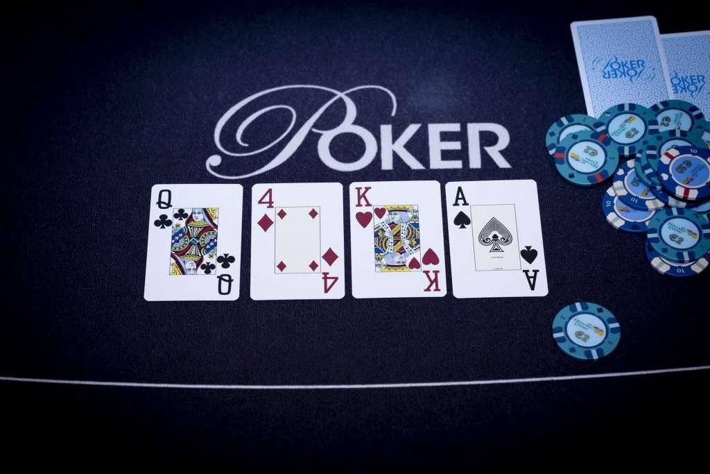 Holland Casino poker turn AK4Q