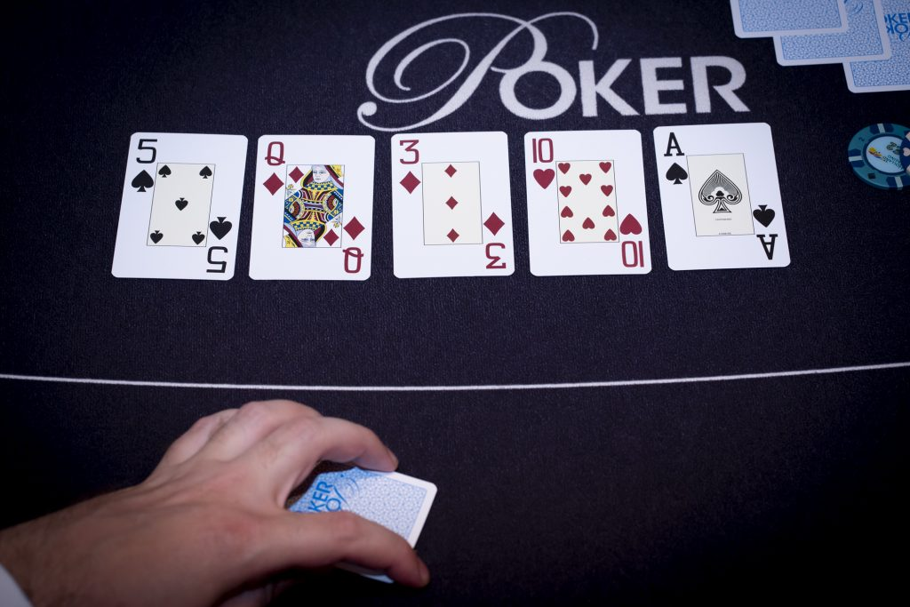 Holland Casino poker A 10 3 Q 5 board