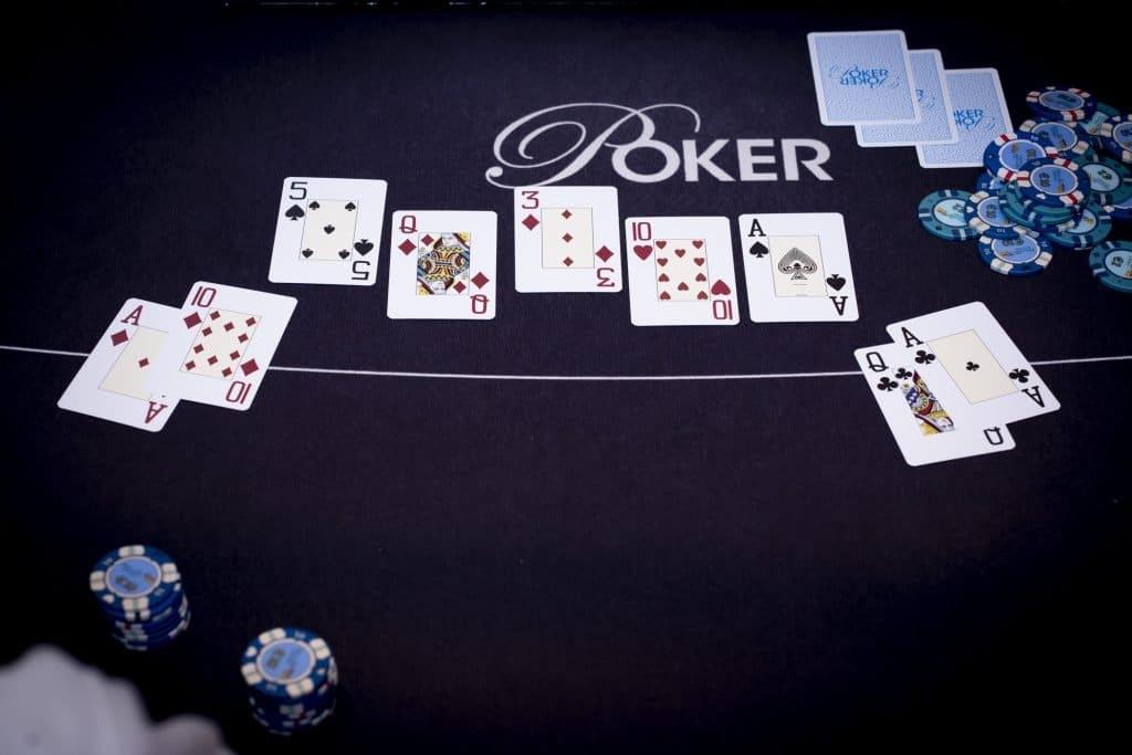 Holland Casino poker cashgame twee paar tegen twee paar AQ AT A10