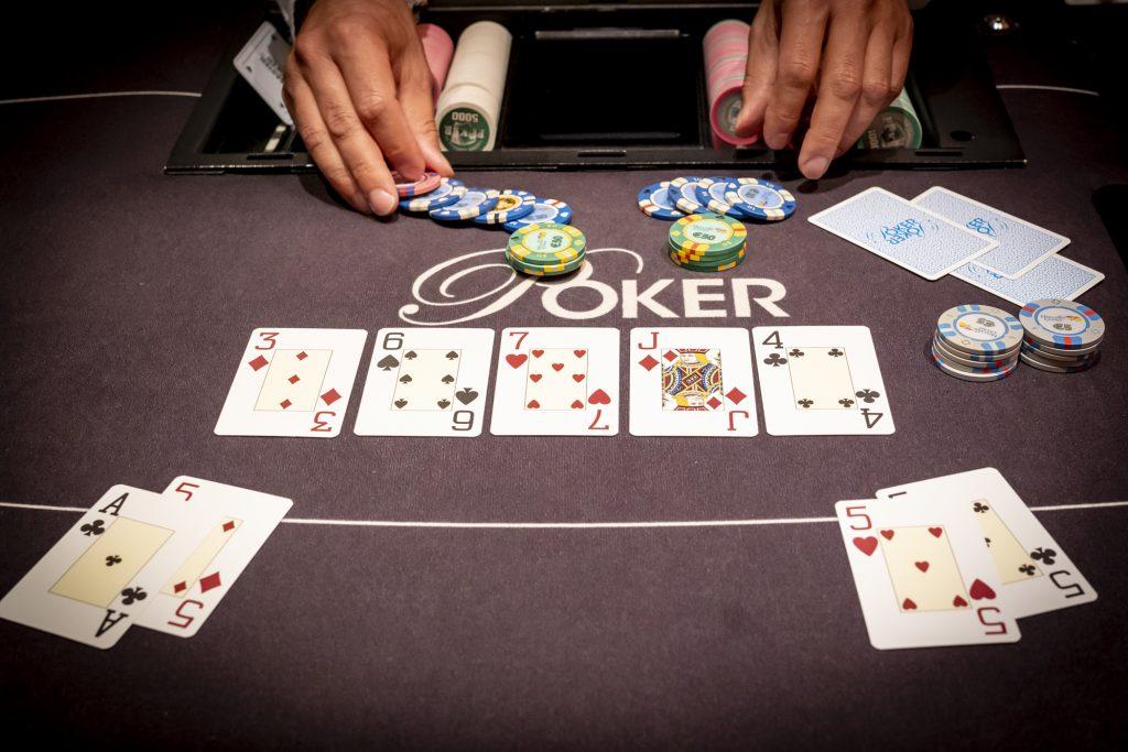Holland Casino poker split pot chop push pocket vijven A5 straat