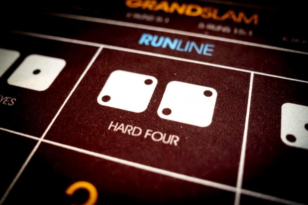Holland Casino Diceball hard four 2 2