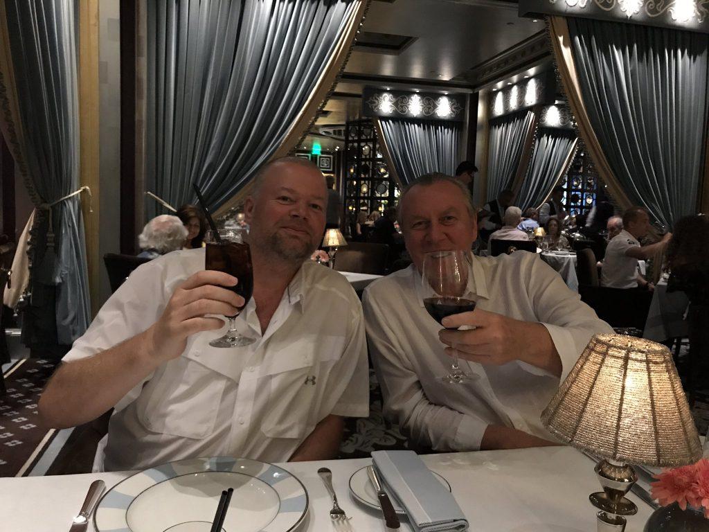 Govert Metaal (rechts) met Raymond van Barneveld in Las Vegas