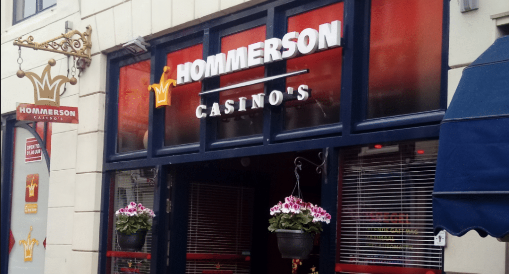 Hommerson Casino Gouda (bron: https://commons.wikimedia.org/wiki/File:Hommerson_Casino%27s,_Gouda_(2019)_02.jpg)