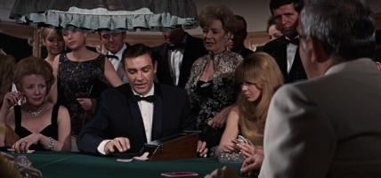 James Bond in het casino speelt Chemin-de-fer (Baccarat) in Thunderball.