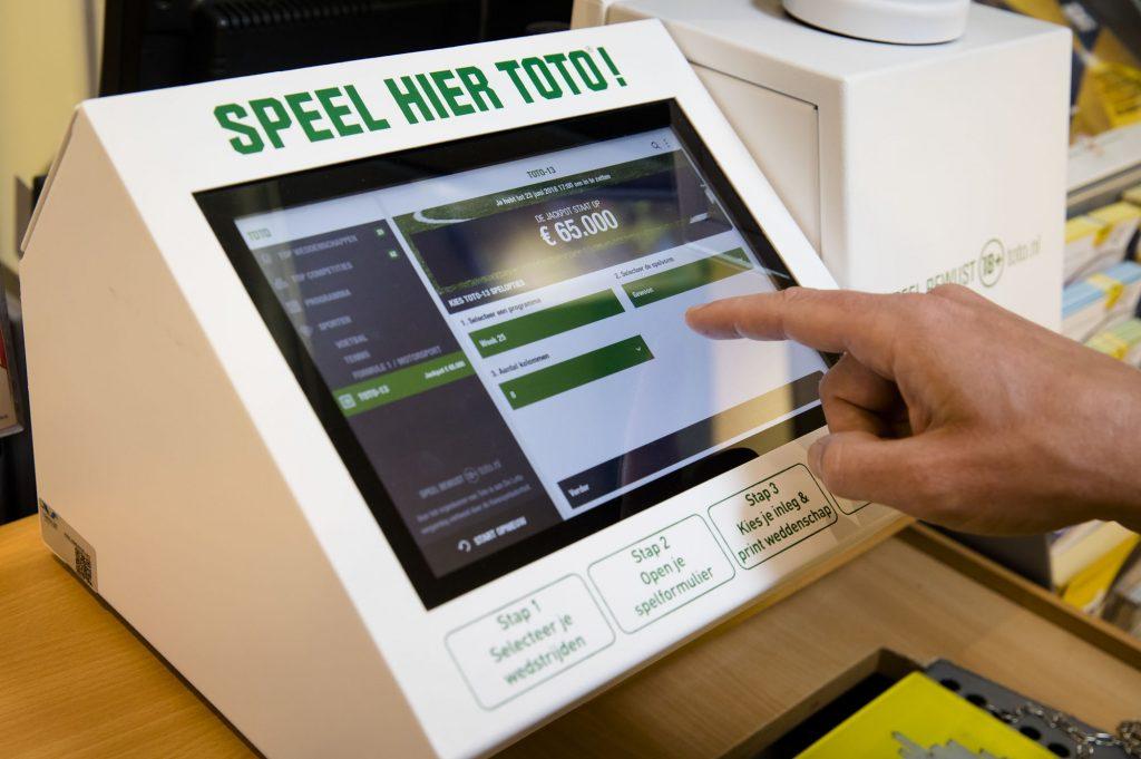 Bij de TOTO kan je wedden voor echt geld via een easyplay terminal bij boekhandels, sigarenboer, en andere verkooppunten.