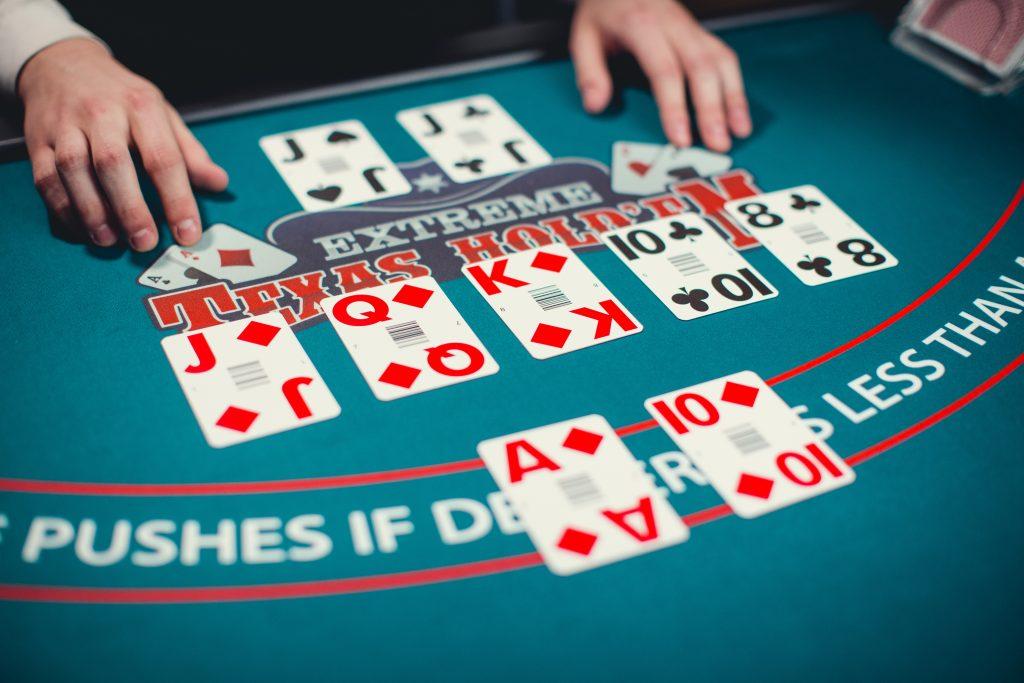 Evolution Live Casino Extreme Texas Hold'em