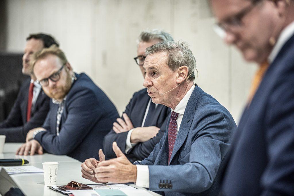 René Jansen met Peter-Paul de Goeij (NOGA), Frits Huffnagel (VAN Kansspelen), en Justin Franssen (Kalff Katz en Franssen) tijdens Gaming in Holland 2019