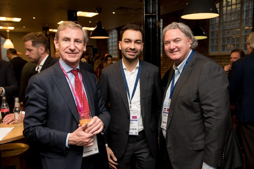 René Jansen (links) met Sharif Ibrahim van Kalff Katz en Franssen (midden) en Erwin van Lambaart van Holland Casino (rechts) tijdens Gaming in Holland 2020