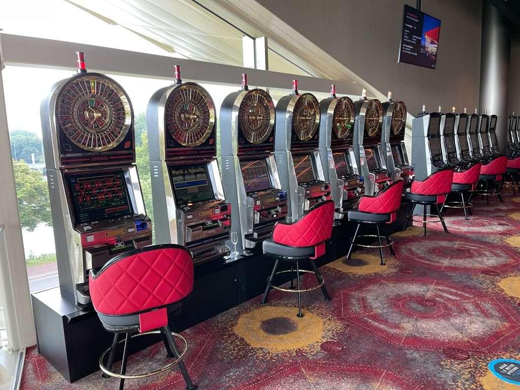 Holland Casino Utrecht World of Roulette uitkijken over het Merwede